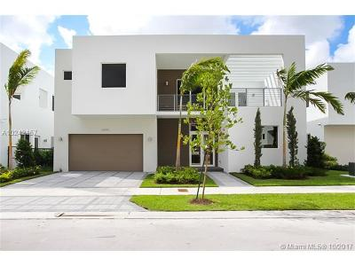 Doral Single Family Home For Sale: 10040 NW 74th Ter