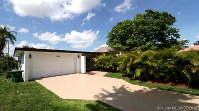 Tamarac Single Family Home For Sale: 4808 Queen Palm Ln