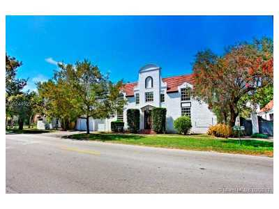 Coral Gables Riveria Sec, Coral Gables Riviera Sec Single Family Home Active-Available: 6710 South Le Jeune Rd
