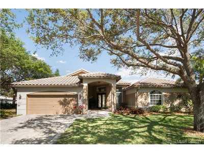 Davie Single Family Home For Sale: 3700 E Lake Estates Dr