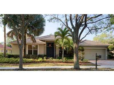 Single Family Home Active-Available: 204 Landings Blvd