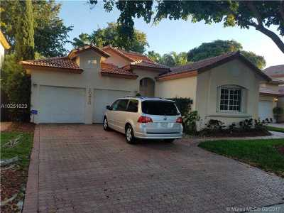 Doral Single Family Home For Sale: 10920 NW 58th Ter