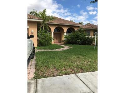 Pembroke Pines Single Family Home For Sale: 14031 NW 19th St