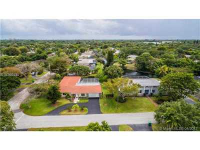 Pinecrest Single Family Home Active-Available: 7270 Southwest 113th St