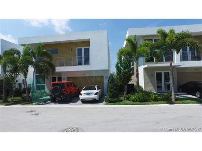 Doral Single Family Home For Sale: 9761 NW 75th Ter