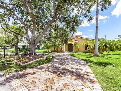 Coral Gables Single Family Home For Sale: 14615 Snapper Dr