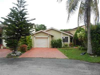 Single Family Home Active-Available: 14877 Southwest 96th Ter