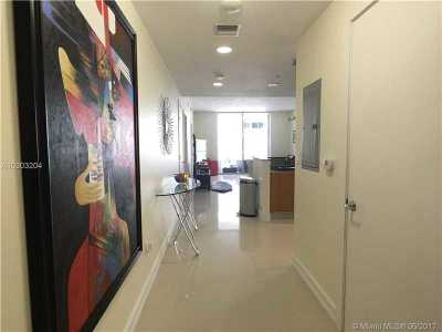 Condo Active-Available: 1060 Brickell Ave #2215