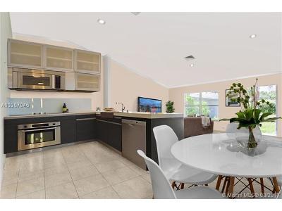 Jupiter Multi Family Home For Sale: 17309 Lincoln Lane