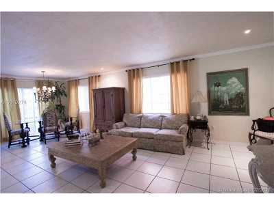 Miami FL Single Family Home Active-Available: $390,000