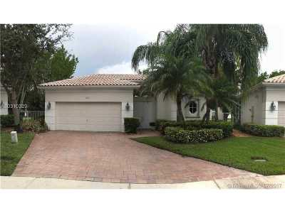 Weston Single Family Home For Sale: 2527 Bay Pointe Ct