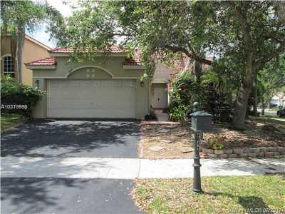 Weston Single Family Home Active-Available: 1371 Bayview Cir
