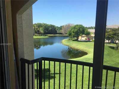Royal Palm Beach Condo For Sale: 500 N Crestwood Ct N #519