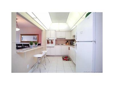 Sunny Isles Beach Condo Active-Available: 19370 Collins Ave #527
