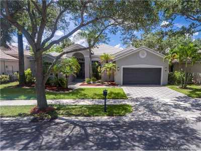 Weston Single Family Home Active-Available: 2654 Oakbrook Dr