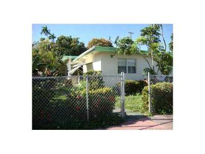 Single Family Home Active-Available: 6820 Rue Versailles