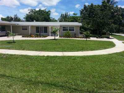 Plantation Single Family Home Active-Available: 5561 Southwest 13th St