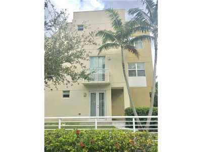 Fort Lauderdale Condo For Sale: 1208 NE 11th Ave #1208