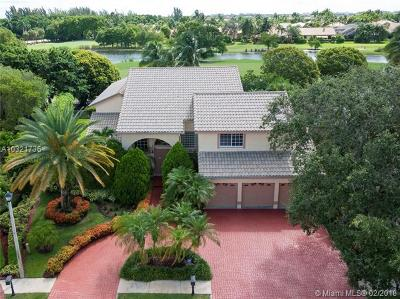 Pembroke Pines Single Family Home For Sale: 601 E Laurel Ln E