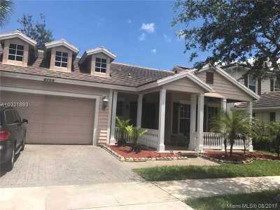Davie Single Family Home Active-Available: 4706 Lakeside Cir E