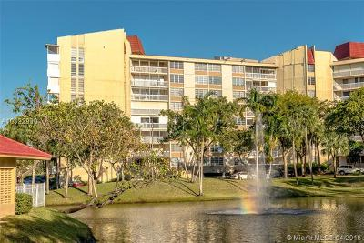 Lauderhill Condo For Sale: 6911 Environ Blvd #6L