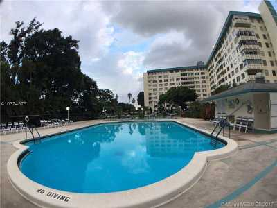 Hollywood Condo Active-Available: 4200 Hillcrest Dr #808