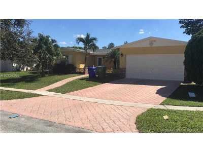 Pembroke Pines Single Family Home Active-Available: 9430 Northwest 18th St