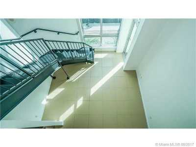 Condo Active-Available: 300 South Biscayne Blvd #L-404