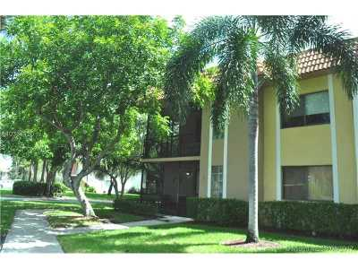 Weston Condo Active-Available: 423 Lakeview Dr #201