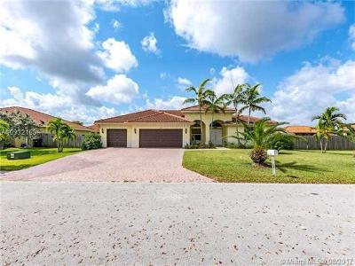 Miami Single Family Home Active-Available: 13222 Southwest 216th Ter