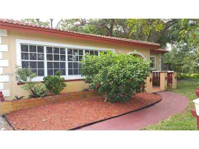 Fort Lauderdale Multi Family Home Active-Available: 610 East Campus Cir