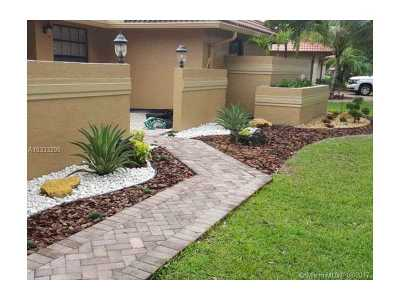 Coral Springs Single Family Home For Sale: 11005 SW 1st Ct