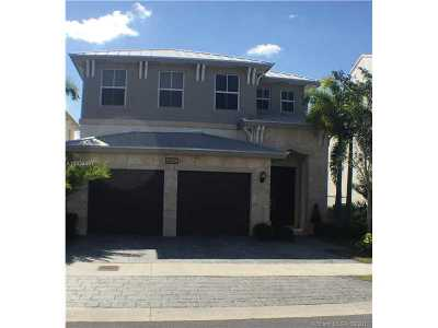Doral Single Family Home For Sale: 6960 NW 104 Ct
