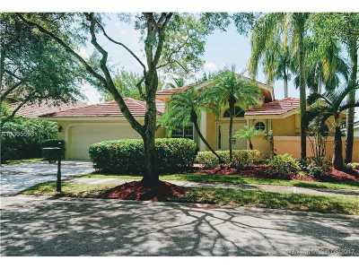 Weston Single Family Home Active-Available: 840 Waterview Dr