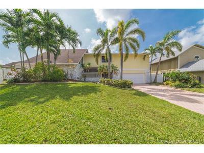 Plantation Single Family Home For Sale: 700 Hummingbird Lane