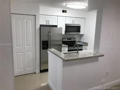 Oakland Park Condo For Sale: 2851 N Oakland Forest Dr #105