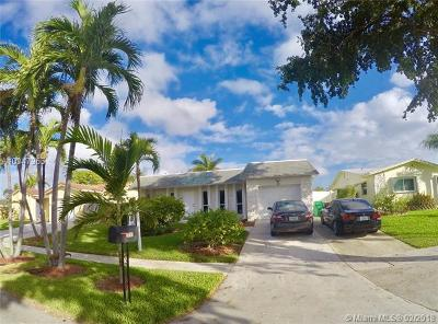 Dania Beach Single Family Home For Sale: 303 SE 4th Ter