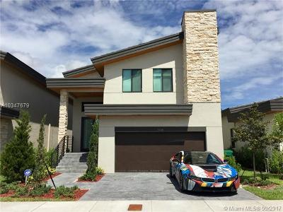 Doral Single Family Home For Sale: 7645 NW 103rd Pl