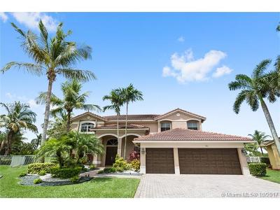 Weston Single Family Home For Sale: 991 Waterside Cir