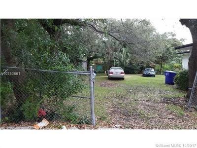 Coconut Grove Single Family Home Active With Contract: 3090 Hibiscus St