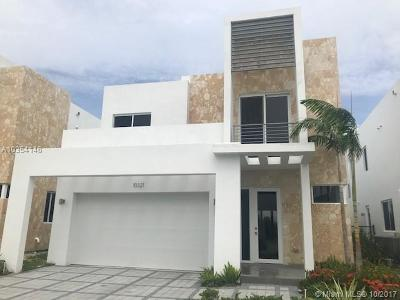 Doral Single Family Home For Sale: 10321 NW 68 St