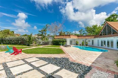 North Miami Single Family Home For Sale: 12990 Arch Creek Ter