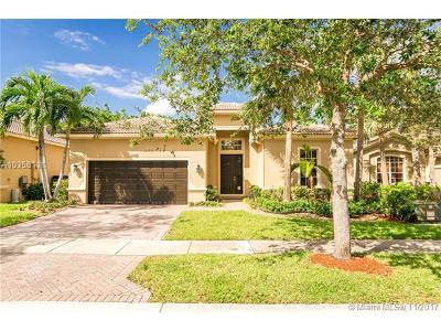 Weston Single Family Home For Sale: 3899 Cascade Ter