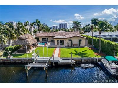 Hallandale Single Family Home For Sale: 448 Sunset Dr