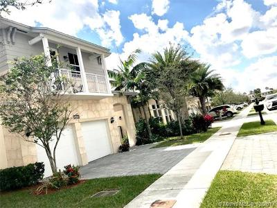 Doral Single Family Home For Sale: 10430 NW 69th Ter