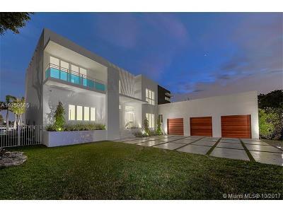 North Miami Single Family Home For Sale: 12395 Keystone Island Dr