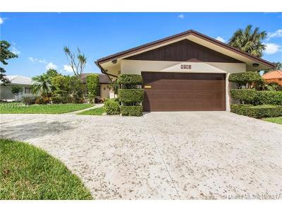 Tamarac Single Family Home For Sale: 5701 Mulberry Dr