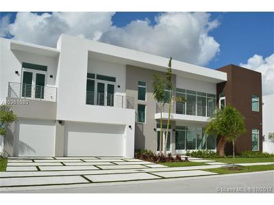 Doral Single Family Home For Sale: 6810 NW 105 Ave