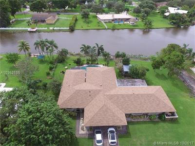 Davie Single Family Home For Sale: 10850 SW 25th St