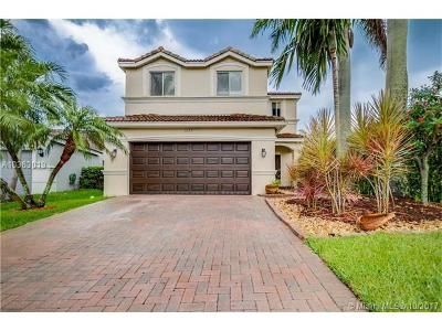 Weston Single Family Home For Sale: 1235 Canary Island Dr